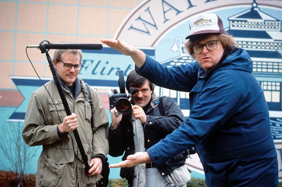 مور در پشت صحنهی کار بسیار موفق سال 1989 با نام من و راجر