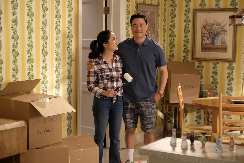 کنستانس وو در نقش جسیکا هانگ و رندل پارک در نقش همسر جسیکا در سریال مهاجرانآسیایی جدید ساخته شبکه ایبیسی