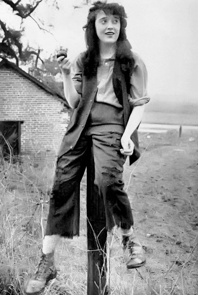میبل نورماند سر صحنهی فیلم میکی، پرفروشترین فیلم در سال 1918