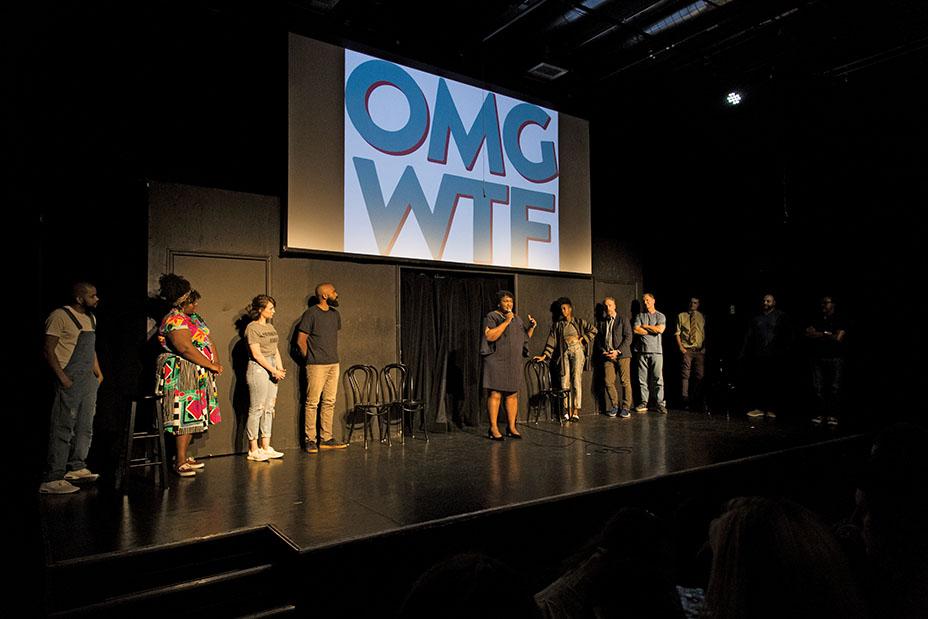 گردهمایی کمیته اقدام سیاسی «OMG WTF» برای استیسی آبرامز از جورجیا (وسط تصویر)