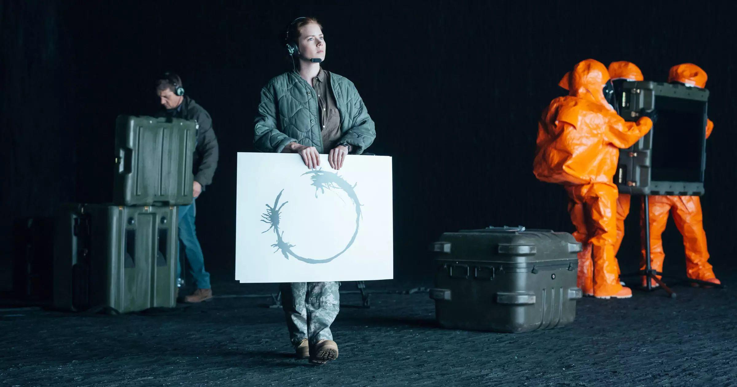 در فیلم سینمایی «ورود» ساخته 2016، «ایمی آدامز»، در نقش یک زبانشناس تلاش میکند تا به کمک واژهنگار (لوگوگرام) با بیگانگان فضایی ارتباط برقرار کند
